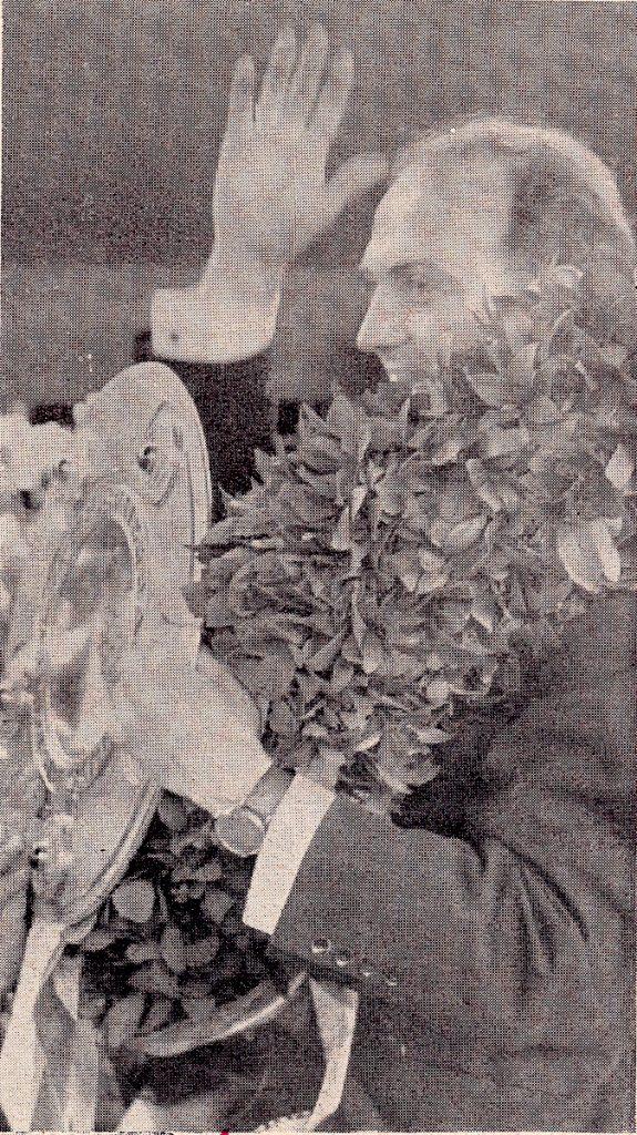 Klodt mit Meisterschale 1958